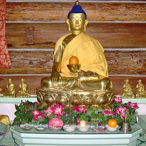 Shakyamuni Buddha statue in Sravasti Abbey.