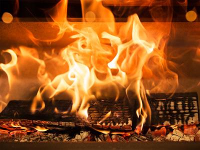 Fuego en la chimenea.