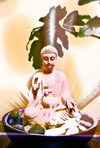 Statua di un Buddha che emette luce