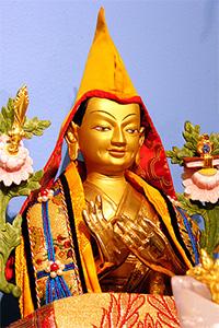 Estatua de Lama Tsongkhapa.