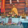 Der Altar der Abtei, vorbereitet für die Medizin-Buddha-Puja.